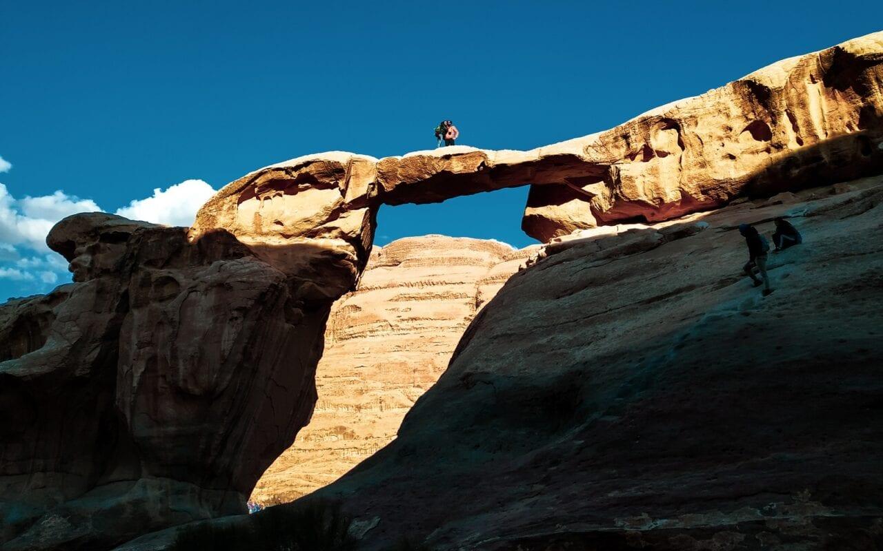 łuk skalny na Wadi Rum
