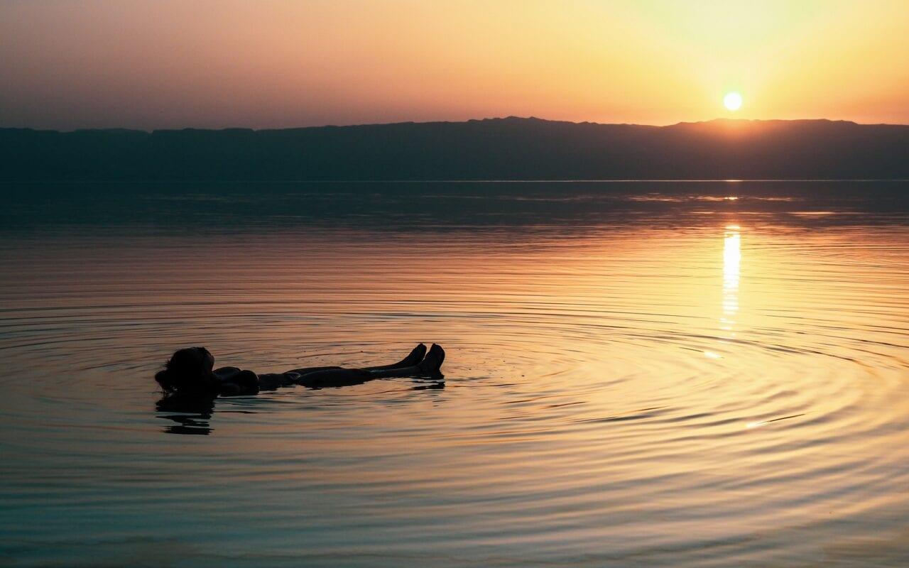 morze martwe zachod slonca