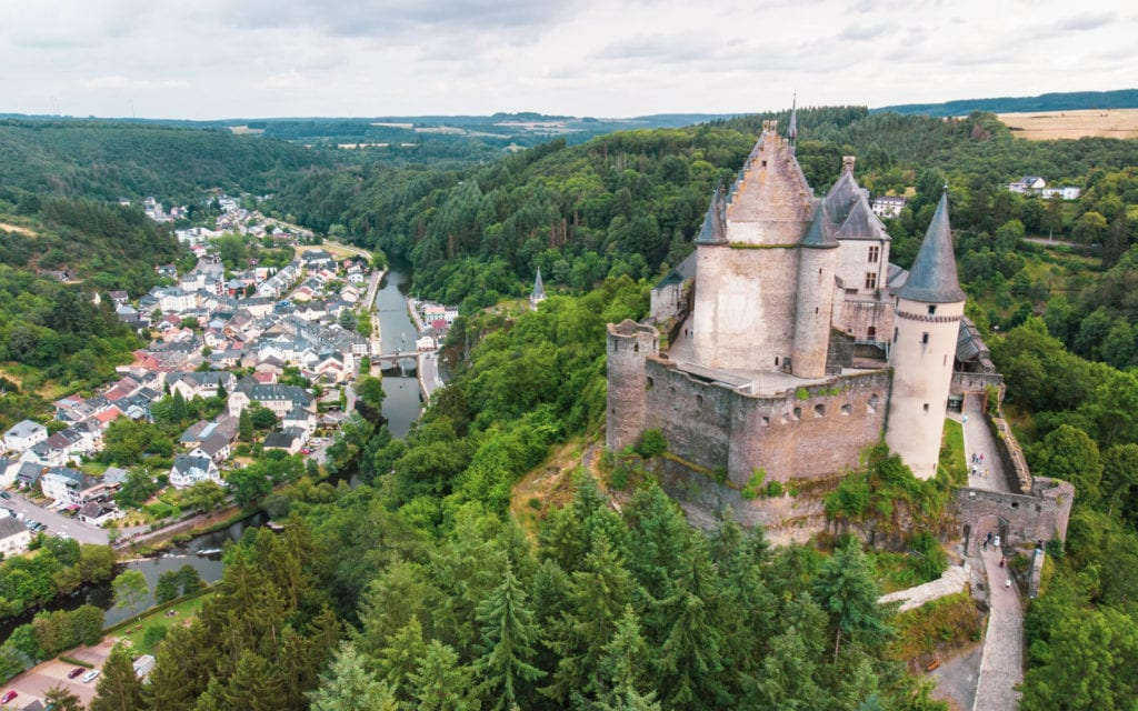 Luksemburg widok na zamek Vianden