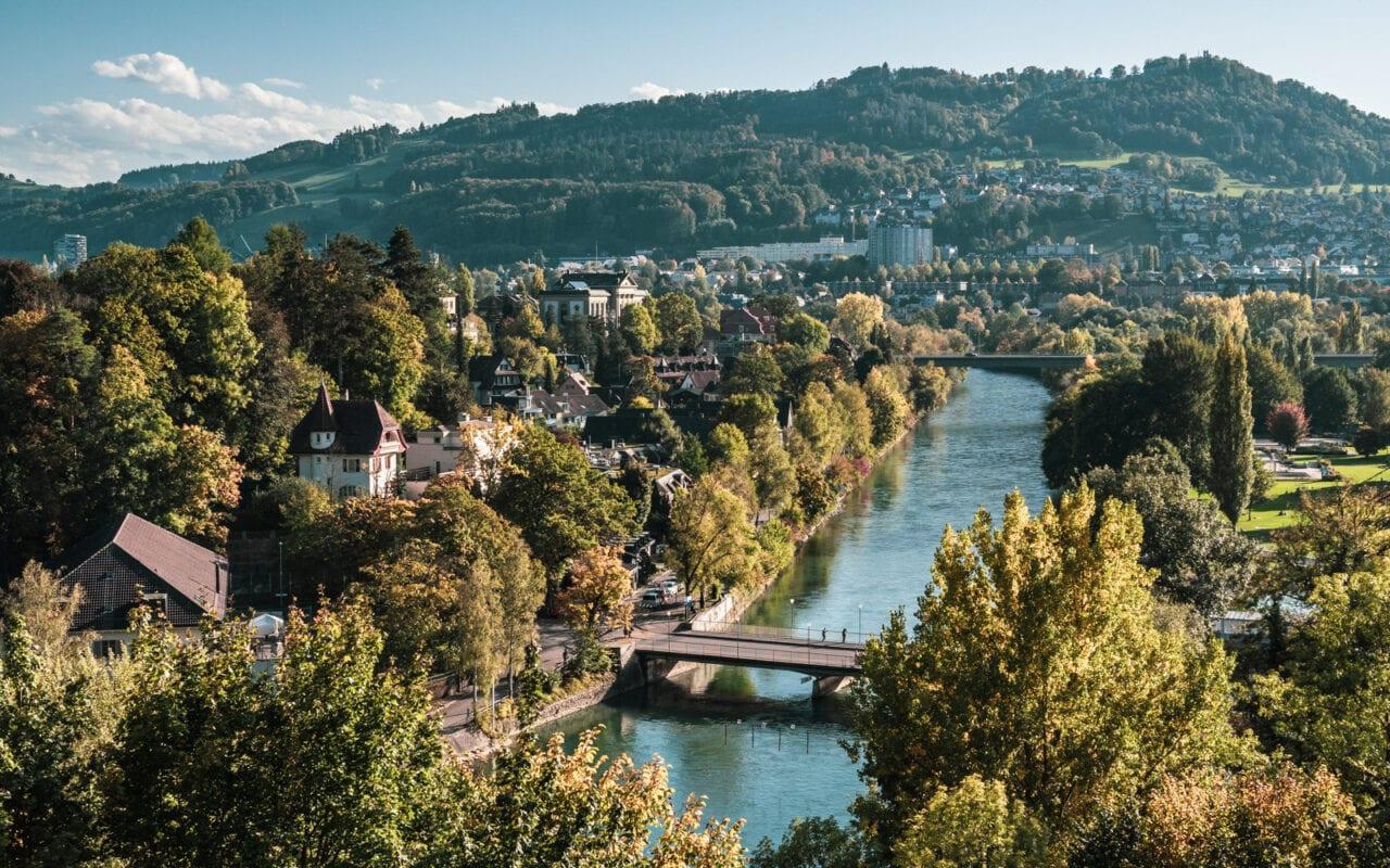 co-zobaczyć-w-szwajcarii-berno-widok-na-rzeke