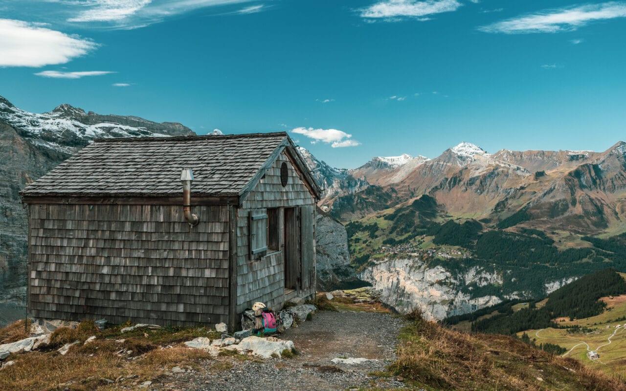 co-zobaczyć-w-szwajcarii-domek-w-alpach