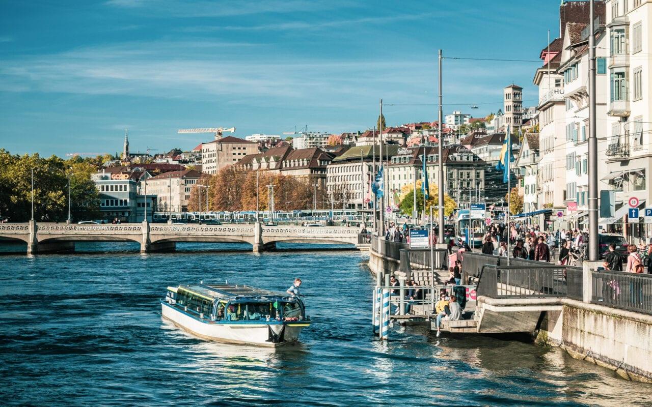 co-zobaczyć-w-szwajcarii-zurich-nad-rzeka