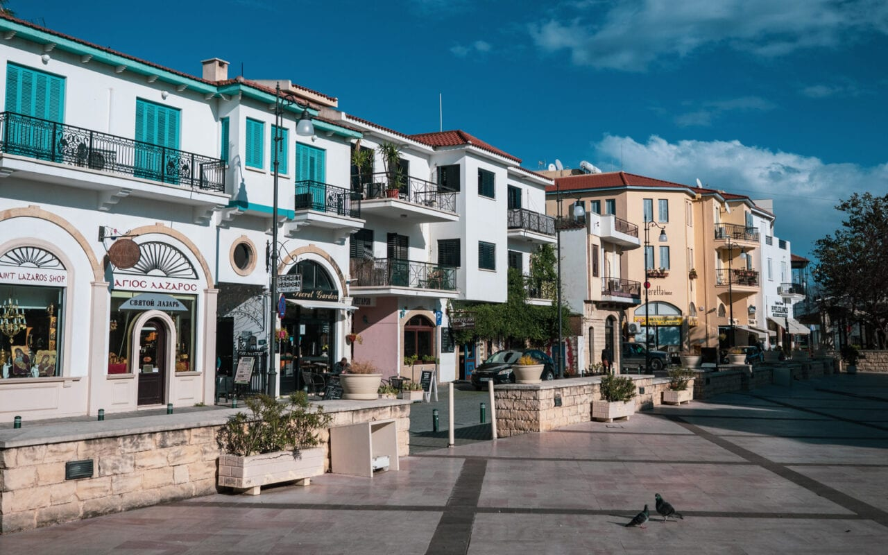 zwiedzanie-cypru-plac-larnaka
