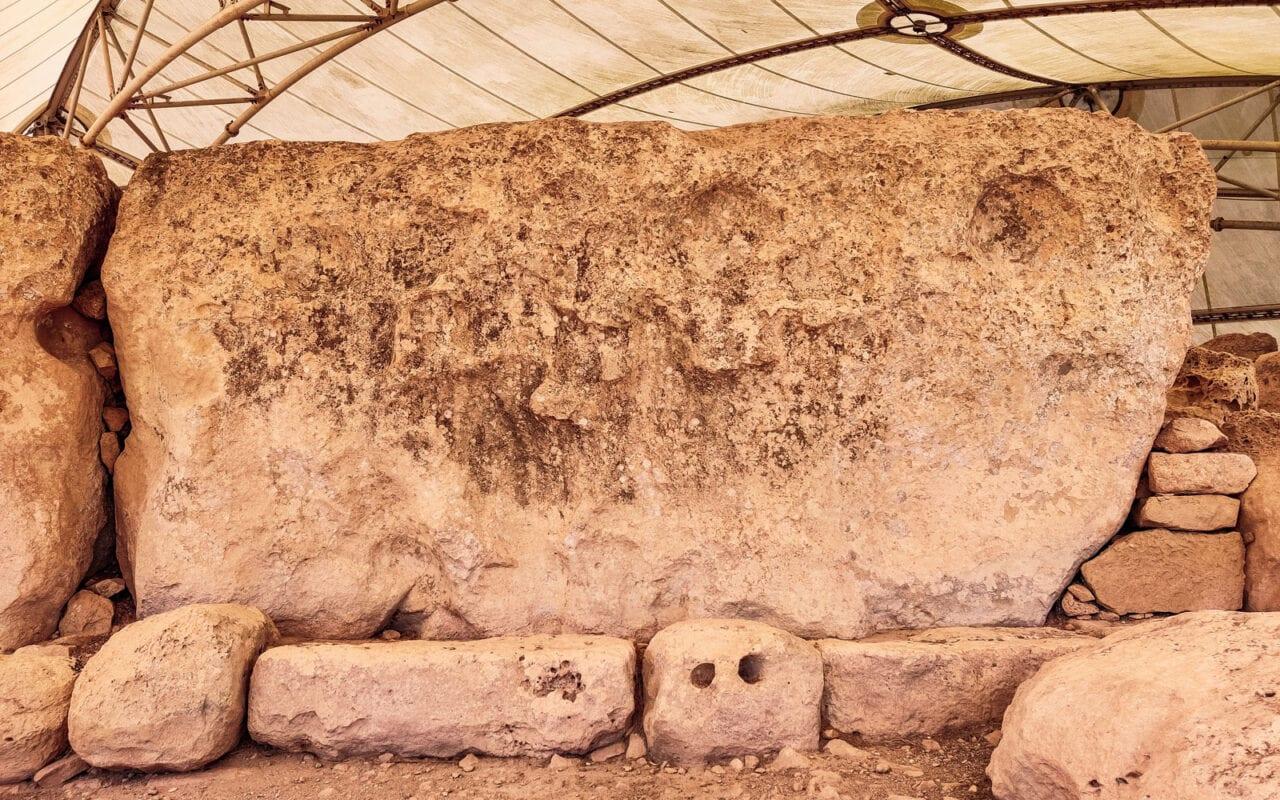 ruiny-hagar-qim-monolit