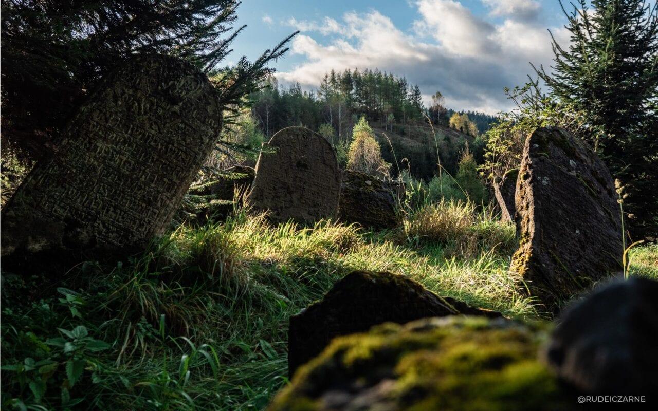 opuszczone-wioski-w-bieszczadach-cmentarz-zydowski-5-HDR