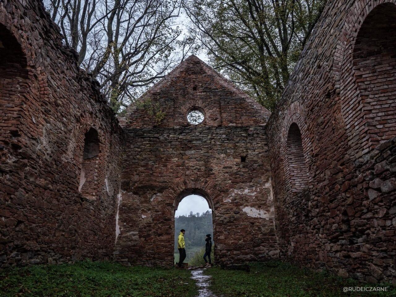 opuszczone-wioski-w-bieszczadach-krywe